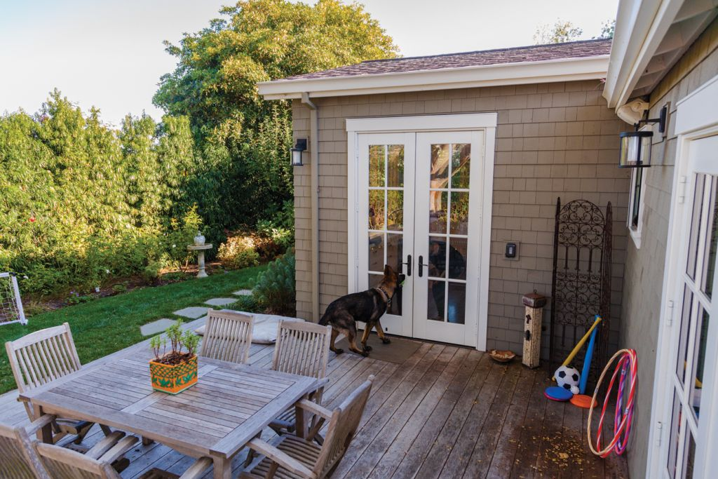Lifestyle_3599_BackPorch_Dog_MedRes